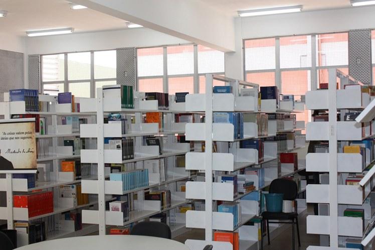 interior da biblioteca.jpg