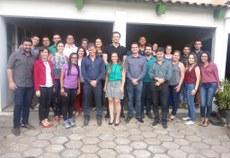 Servidores docentes e técnico-administrativos do campus Avançado Ponte Nova junto a equipe da Reitoria