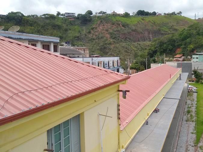Troca telhado escola