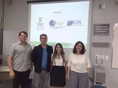 Na foto: Noêmio Fernandes (Presidente da ACIP/CDL), Leonardo Barbosa (Diretor Geral), Ana Karina Reis (Chefe de Gabinete) e Ana Paula Gomes (Coordenadora de Curso).