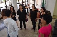 Intérpretes de Libras na Reitoria, momentos antes da cerimônia de posse